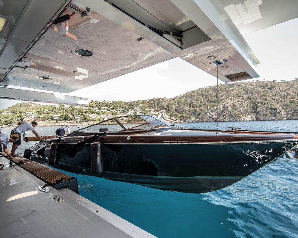 Super Yacht Limousine Riva33 Aquariva
