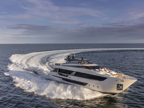 Ferretti Yacht 1000 進水